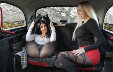 Amber Jayne, Atlanta Moreno – Zwei schmutzige Schlampen aus dem Norden (FemaleFakeTaxi)
